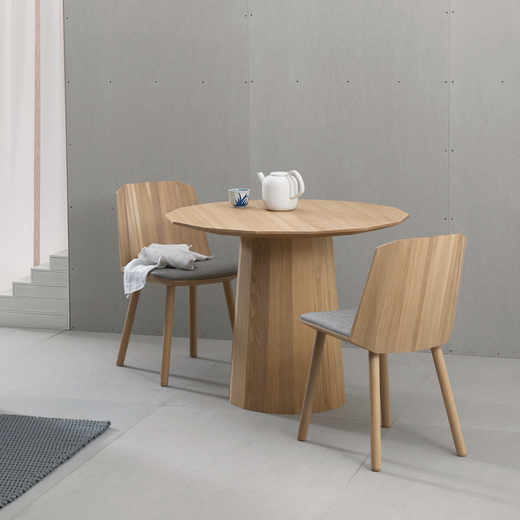 チェアー:COLOUR WOOD SIDECHAIR ペールナチュラル/テーブル:COLOUR WOOD DINING 95 PLAIN