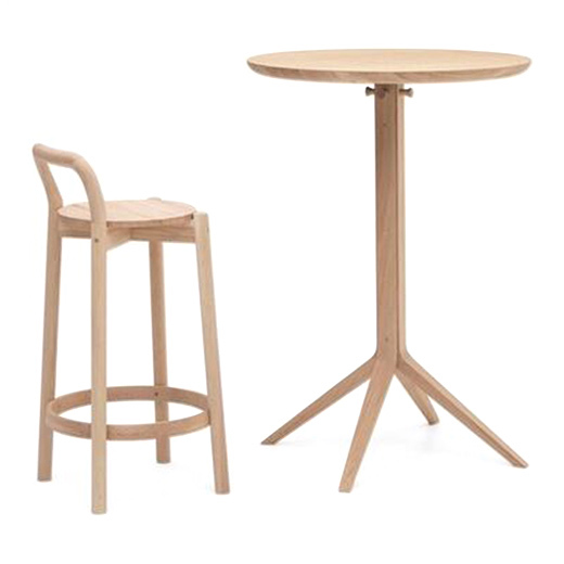 チェア:CASTOR BARSTOOL WITH BACKREST LOW ピュアオーク/テーブル:SCOUT BISTRO BAR TABLE ピュアオーク